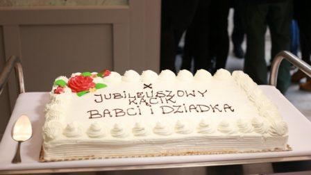 na zdjęciu tort okolicznościowy