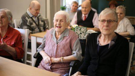 na zdjęciu mieszkańcy DPS